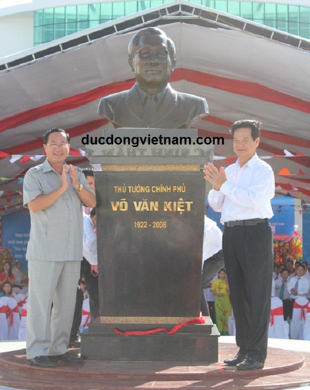 Đúc tượng đồng Cố thủ tướng Võ Văn Kiệt