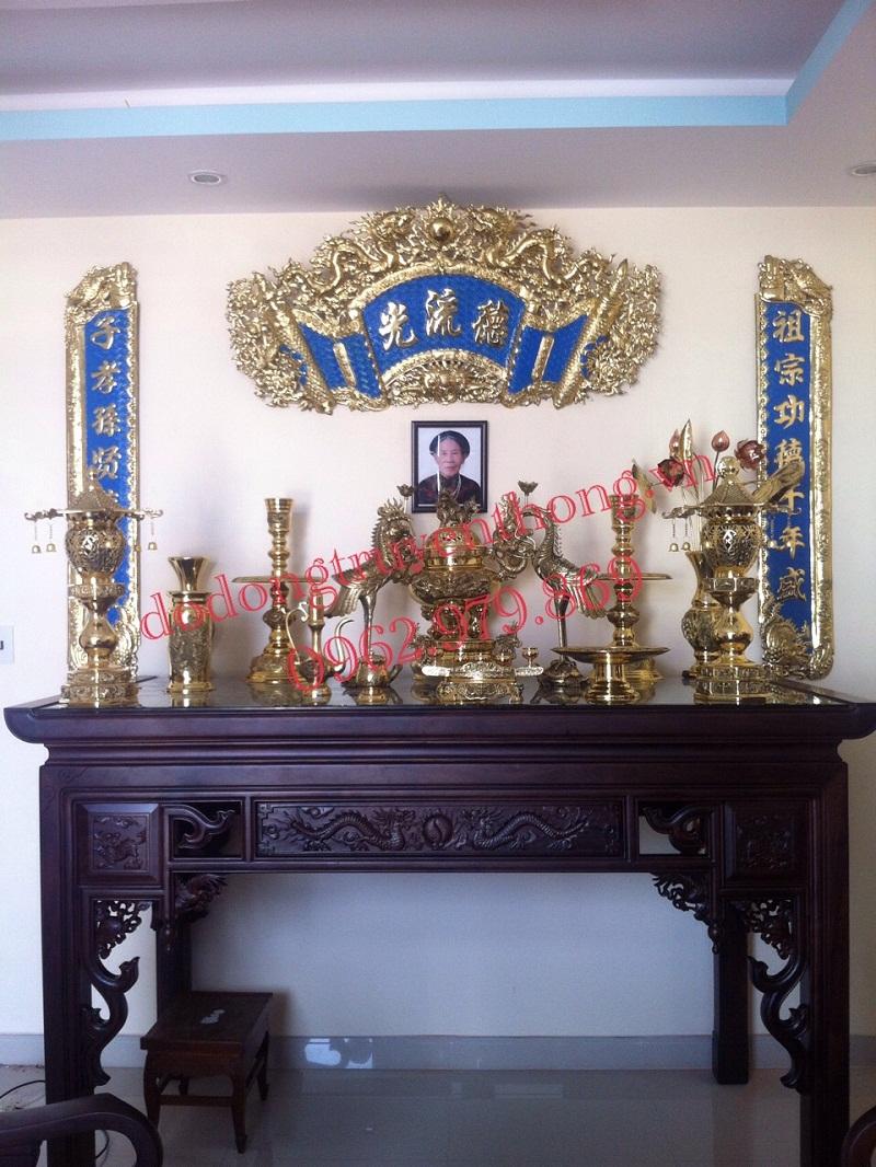 Tại sao nên treo bộ hoành phi câu đối trên bàn thờ gia tiên