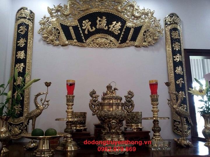 Hoành phi câu đối treo bàn thờ gia tiên bằng đồng chữ hán nôm