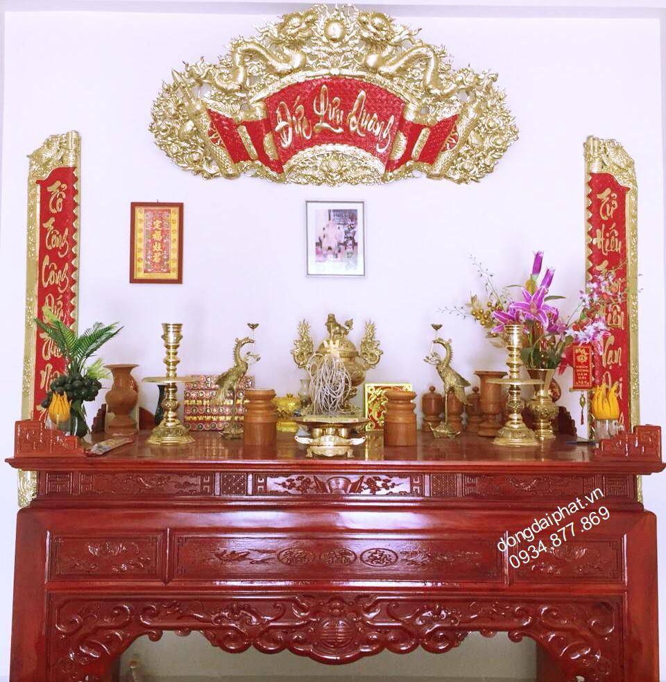 Tại sao người Việt hay treo hoành phi câu đối trên bàn thờ.